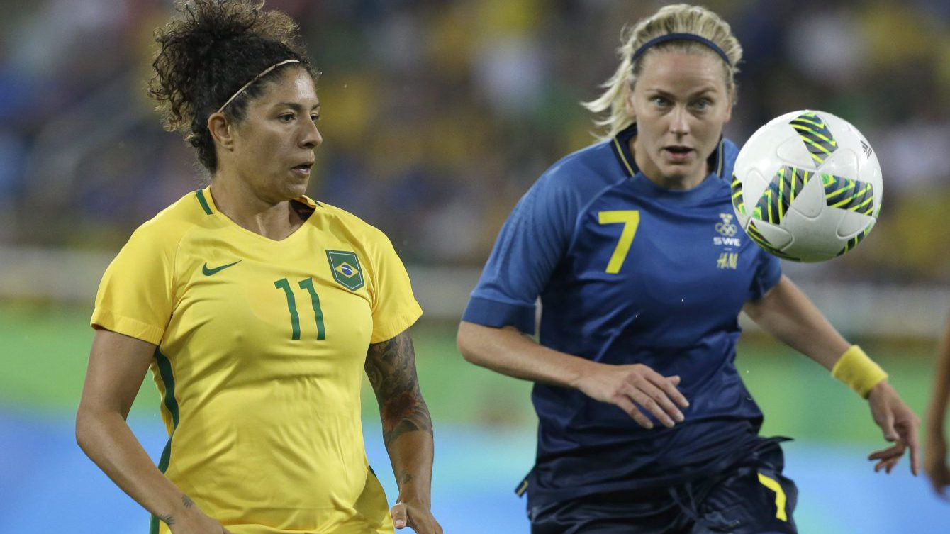 Brazil's Cristiane fights for the ball with Sweden's Lisa Dahlkvist during a group E match of the women's Olympic football tournament between Sweden and Brazil at the Rio Olympic Stadium in Rio De Janeiro, Brazil, Saturday, Aug. 6, 2016. (AP Photo/Leo Correa)