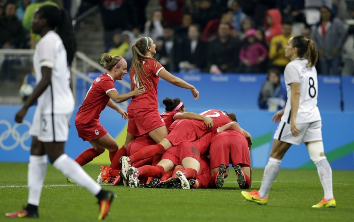Canada's players celebrate after Sophie Schmidt scored her team's first goal during a quarter-final match of the women's Olympic football tournament between Canada and France in Sao Paulo, Brazil, Friday Aug. 12, 2016.(AP Photo/Nelson Antoine)