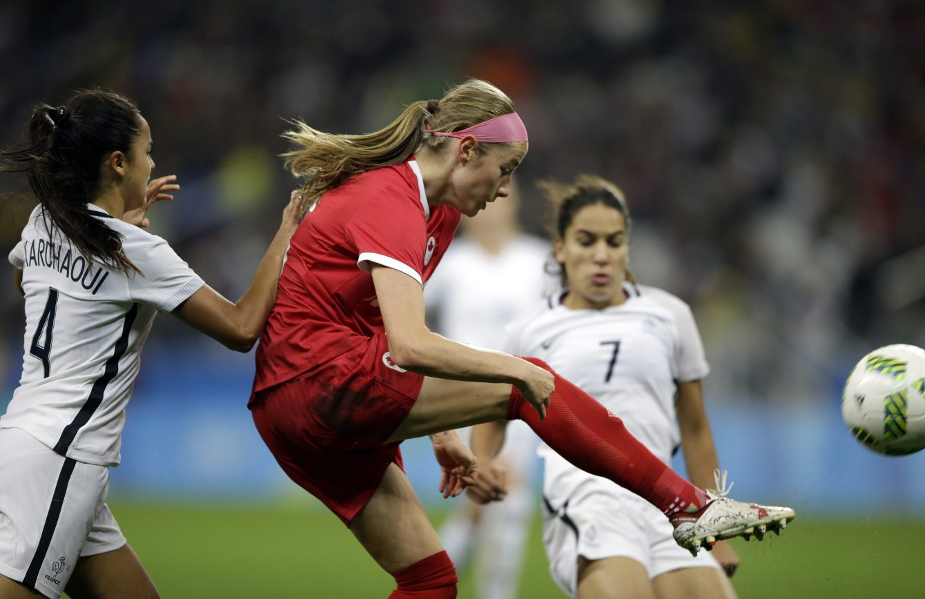 Canada's Janine Beckie controls the ball during a quarter-final match of the women's Olympic football tournament between Canada and France in Sao Paulo, Brazil, Friday Aug. 12, 2016.(AP Photo/Nelson Antoine)