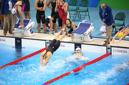 The Rio 2016 4x200m freestyle team exchanges into it's final round with Taylor Ruck, Penny Oleksiak, Brittany Maclean and Katerine Savard on August 10 2016. (Steve Boudreau/COC)