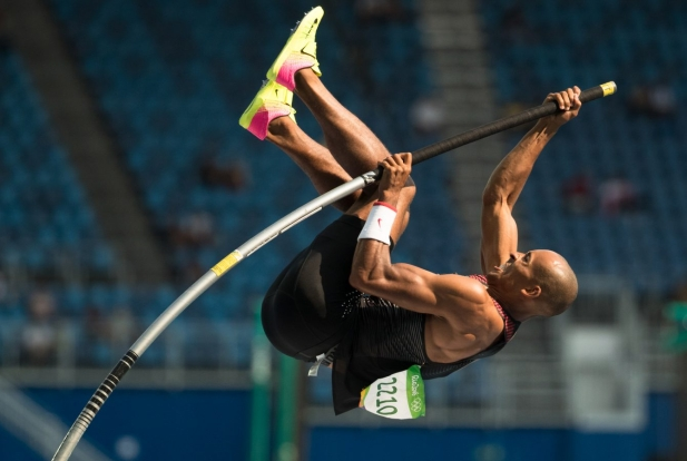 Canada's Damian Warner competes in the pole vault in the men's decathlon at the Olympic games in Rio de Janeiro, Brazil, Thursday August 18, 2016. COC Photo/Mark Blinch