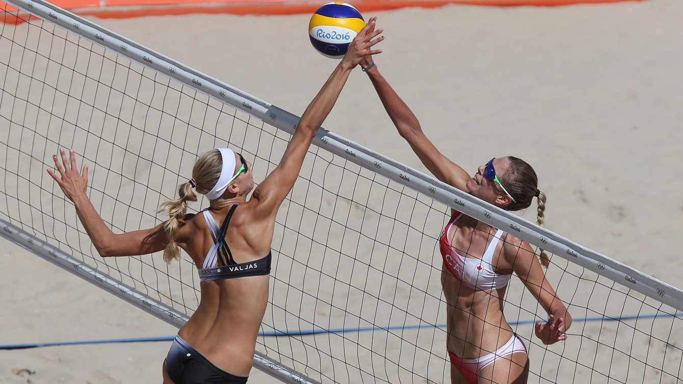 Kristina Valjas and Sarah Pavan in action at the Rio 2016 beach volleyball tournament / Photo via FIVB
