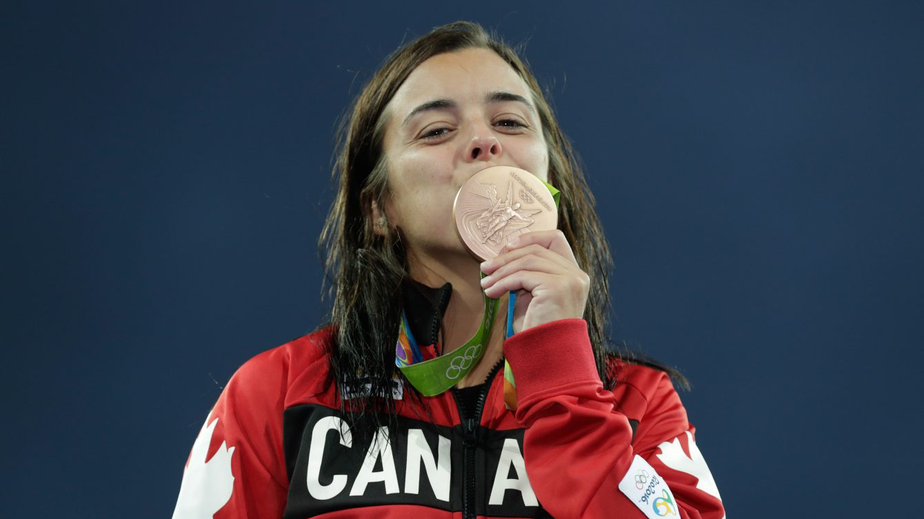 Meaghan Benfeito kisses bronze medal