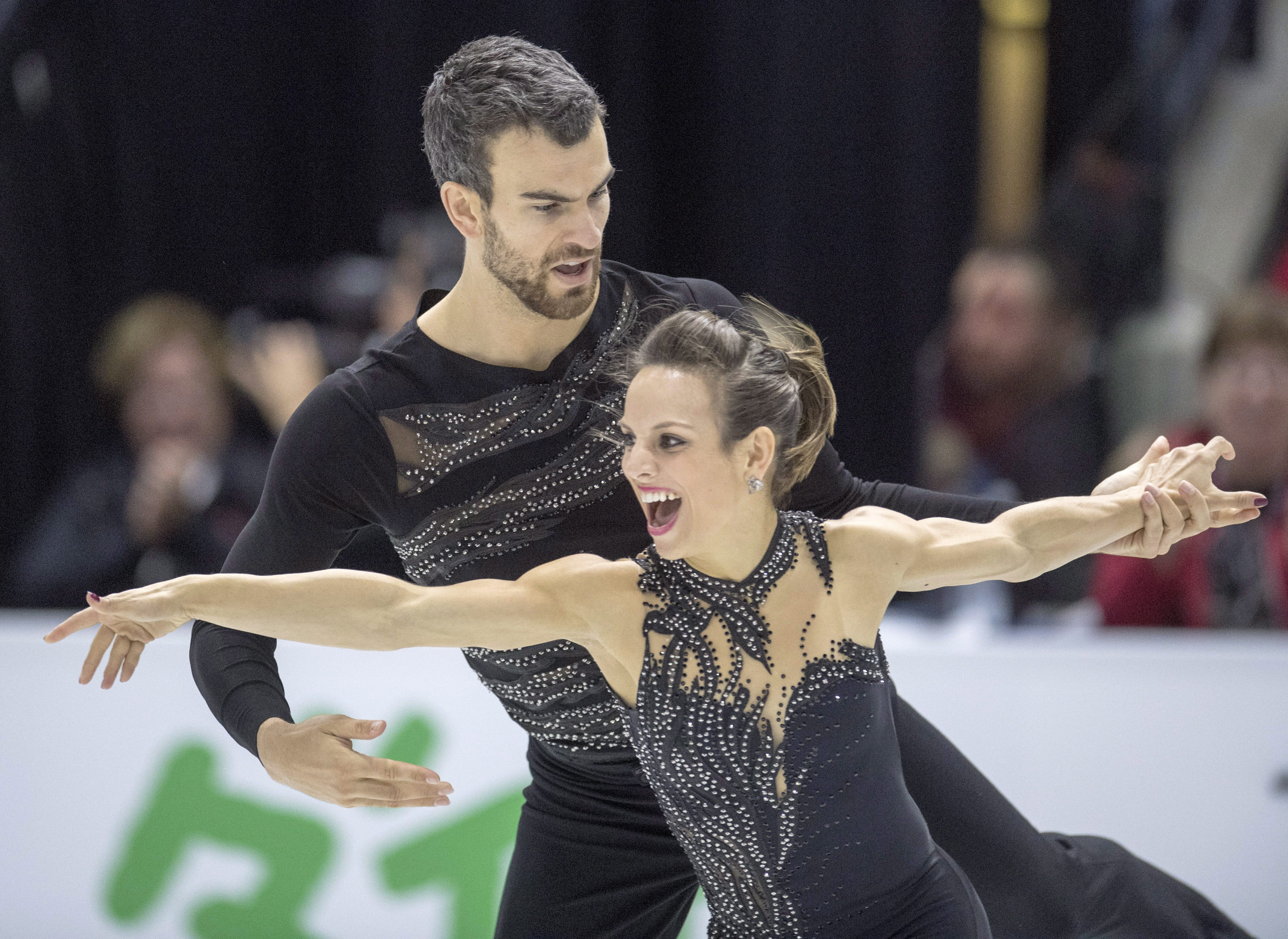 Canada's Meagan Duhamel and Eric Radford perform in the pairs short program at Skate Canada International Friday, October 28, 2016 in Mississauga, Ont. THE CANADIAN PRESS/Frank Gunn