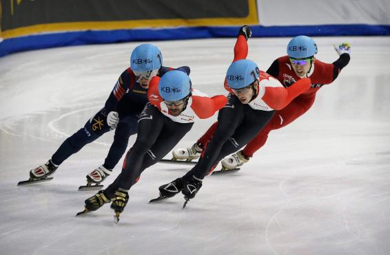 Charles Hamelin, second from left, of Canada, competes against Seo Yi Ra, left, of South Korea, Samuel Girard, second from right, of Canada and Wu Dajing, right, of China during the men's 1000 meter final race at the ISU World Cup Short Track Speed Skating competition in Seoul, South Korea, Sunday, March 13, 2016. Hamelin finished the race while Girard took second and Wu third. (AP Photo/Ahn Young-joon)