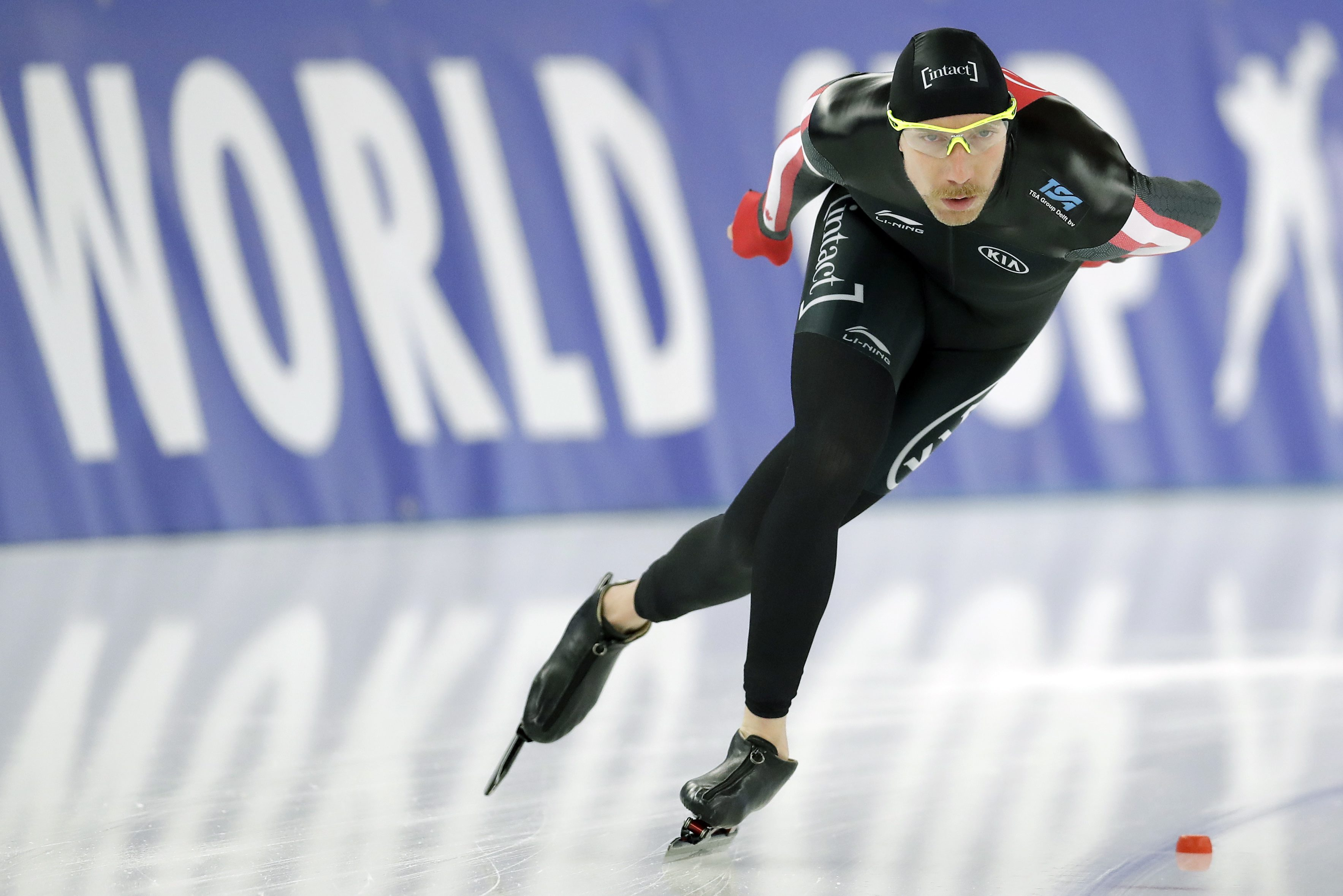 Canada's Ted-Jan Bloemen competes during his men's 5000 meters race of the Speed Skating World Cup in Berlin, Germany, Saturday, Jan. 28, 2017. (AP Photo/Michael Sohn)
