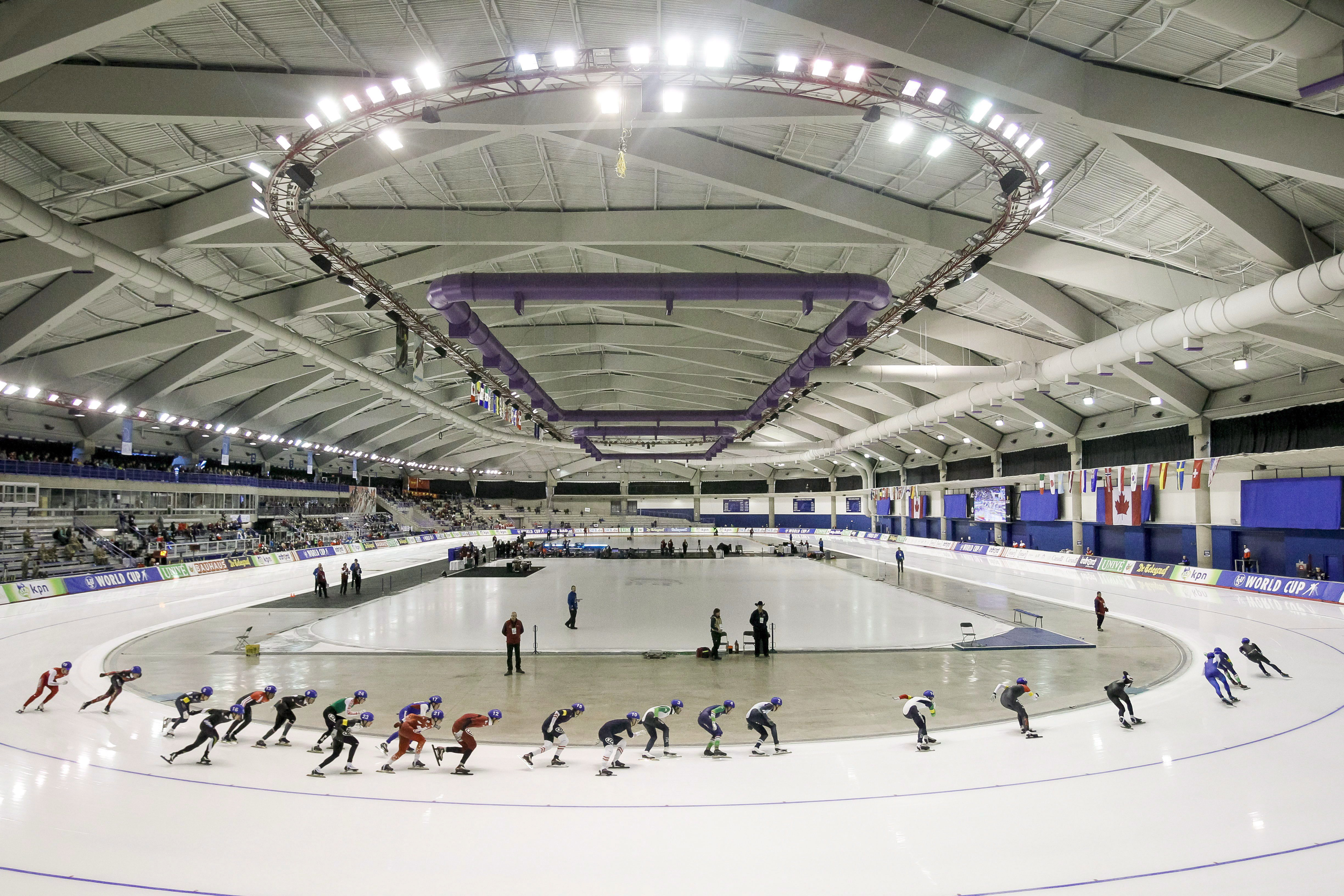 A crowd rounds a turn during the men's mass start competition at the ISU World Cup speed skating event in Calgary, Alta., Sunday, Nov. 15, 2015. THE CANADIAN PRESS/Lyle Aspinall