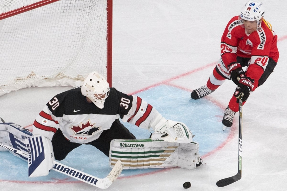Team Canada - Canada's Ben Scrivens makes a save during play at the Karjala Cup (Photo: Hockey Canada)