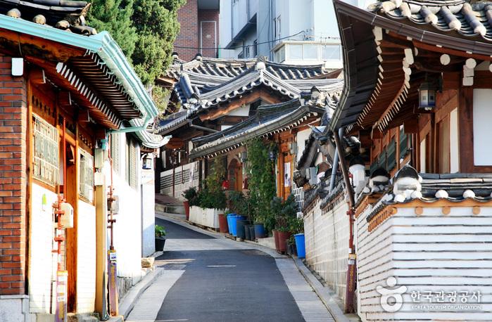 Team Canada - Korea 101 Tourism Bukchon Hanok Village