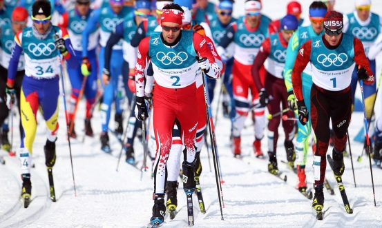 Alex Harvey leads out in front of the pack at the start of the 50km cross-country race at PyeongChang 2018 (CP).