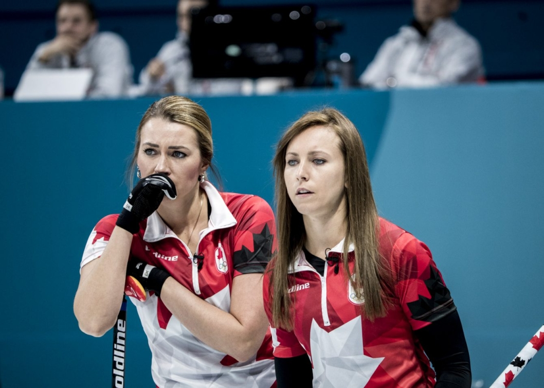 Rachel Homan and Emma Miskew discuss a shot