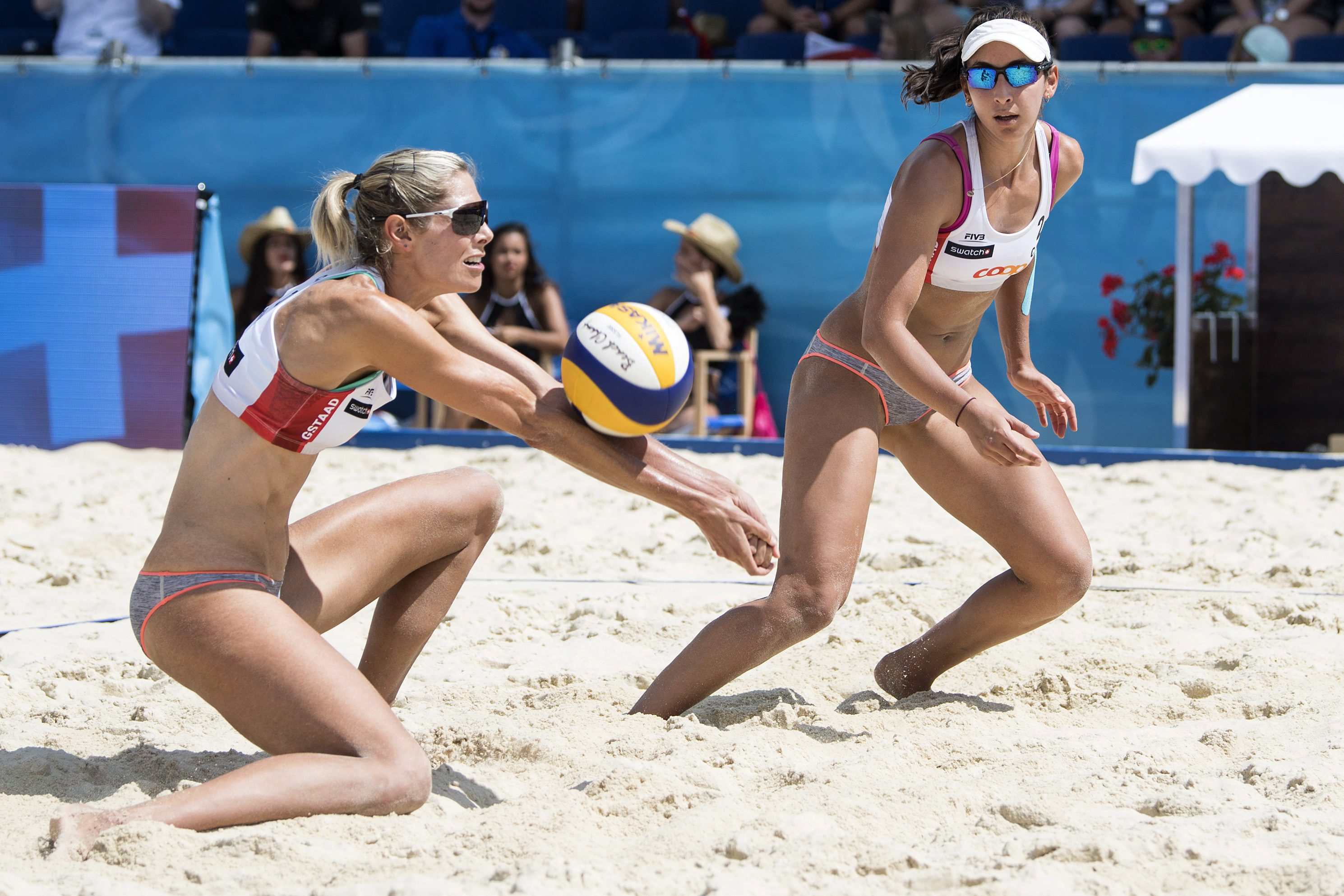 Sarah Pavan digs the ball next to Melissa Humana-Parades