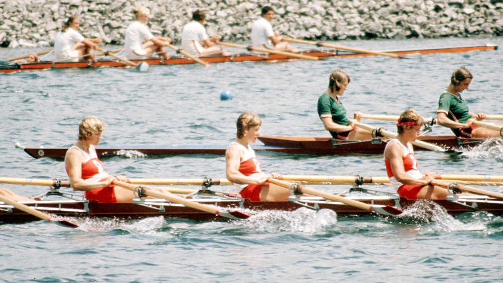 Women's rowing teams competing