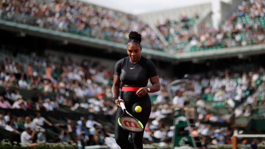 Serena Williams bounces ball