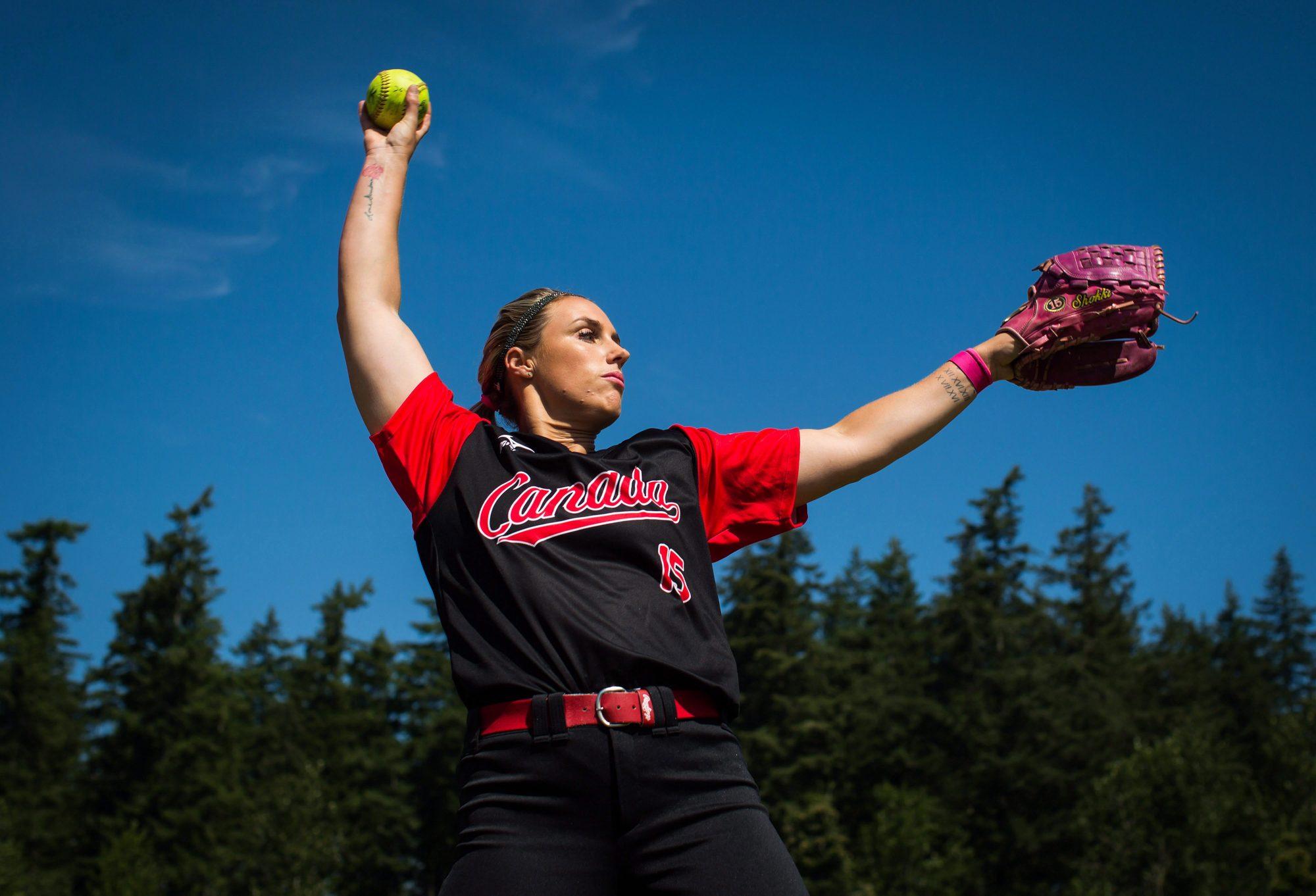 Danielle Lawrie pitching