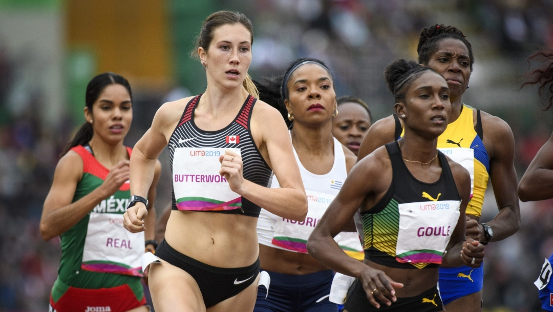 Lindsey Butterworth runs with a pack of women