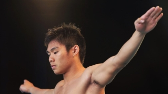 Peter Mai preparing to dive