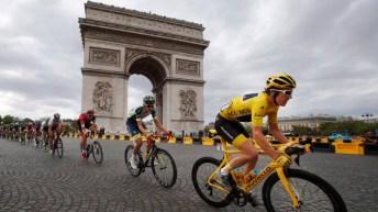 Geraint Thomas leads the peloton during the last leg of the Tour de France 2018