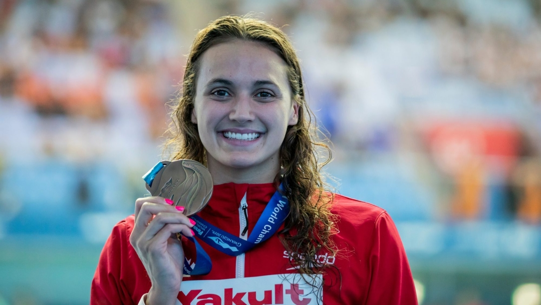 Kylie Masse holds her 200m backstroke bronze from the 2019 FINA World Championships