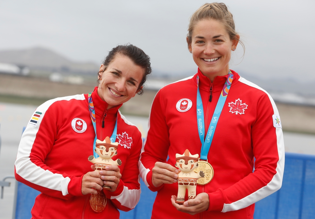 Andreanne Langlois, left, and Alanna Bray-Lougheed with their silver medals from the K2 500M at Lima 2019.
