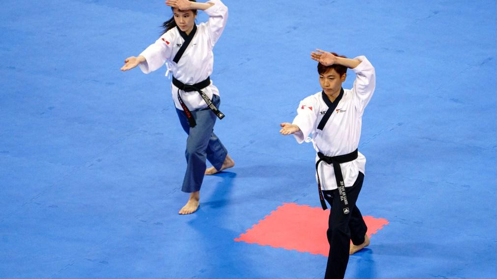 Jinsu Ha and Michelle Lee perform routine