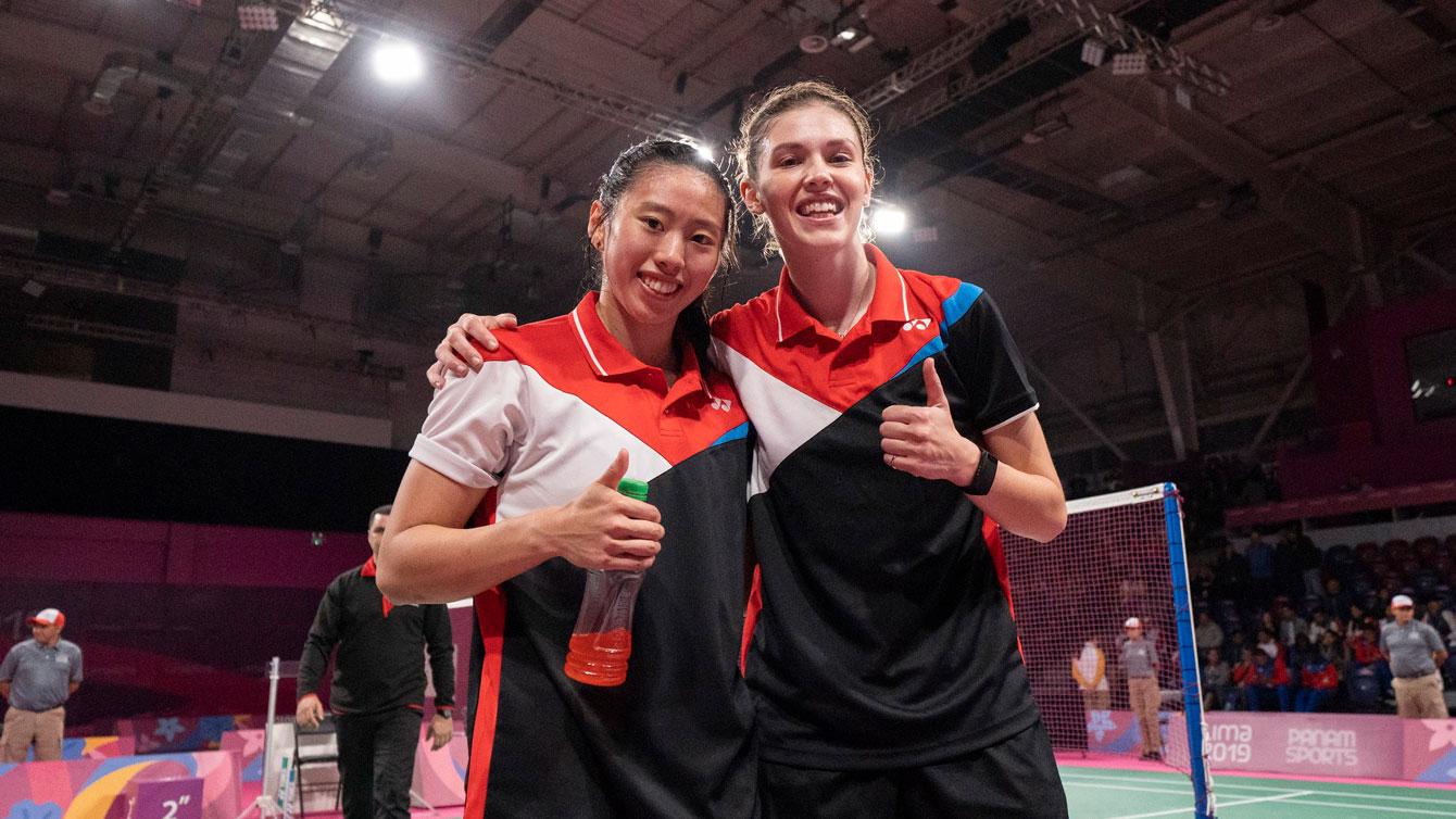 Rachel Honderich and Kristen Tsai give a thumbs up after their match
