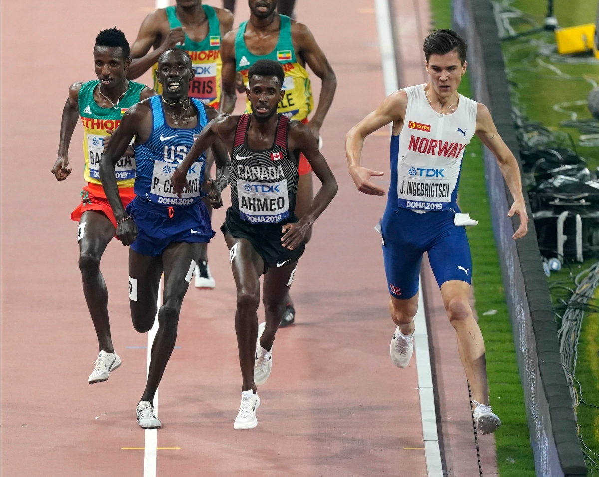 Mohammed Ahmed leads the race against a Norwegian, an American, and three Ethiopians during the 5000 metre race in Doha.