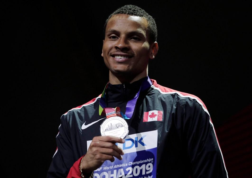 Andre de Grasse holding silver medal