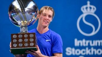 Denis Shapovalov holds the Stockholm Trophy up.