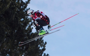 Marielle Thompson of Canada flies off the jump in the women's quarter-finals on her way to winning gold during the FIS Ski Cross World Cup 2017 in The Blue Mountains, Ont., Sunday, March 5, 2017. THE CANADIAN PRESS/Mark Blinch