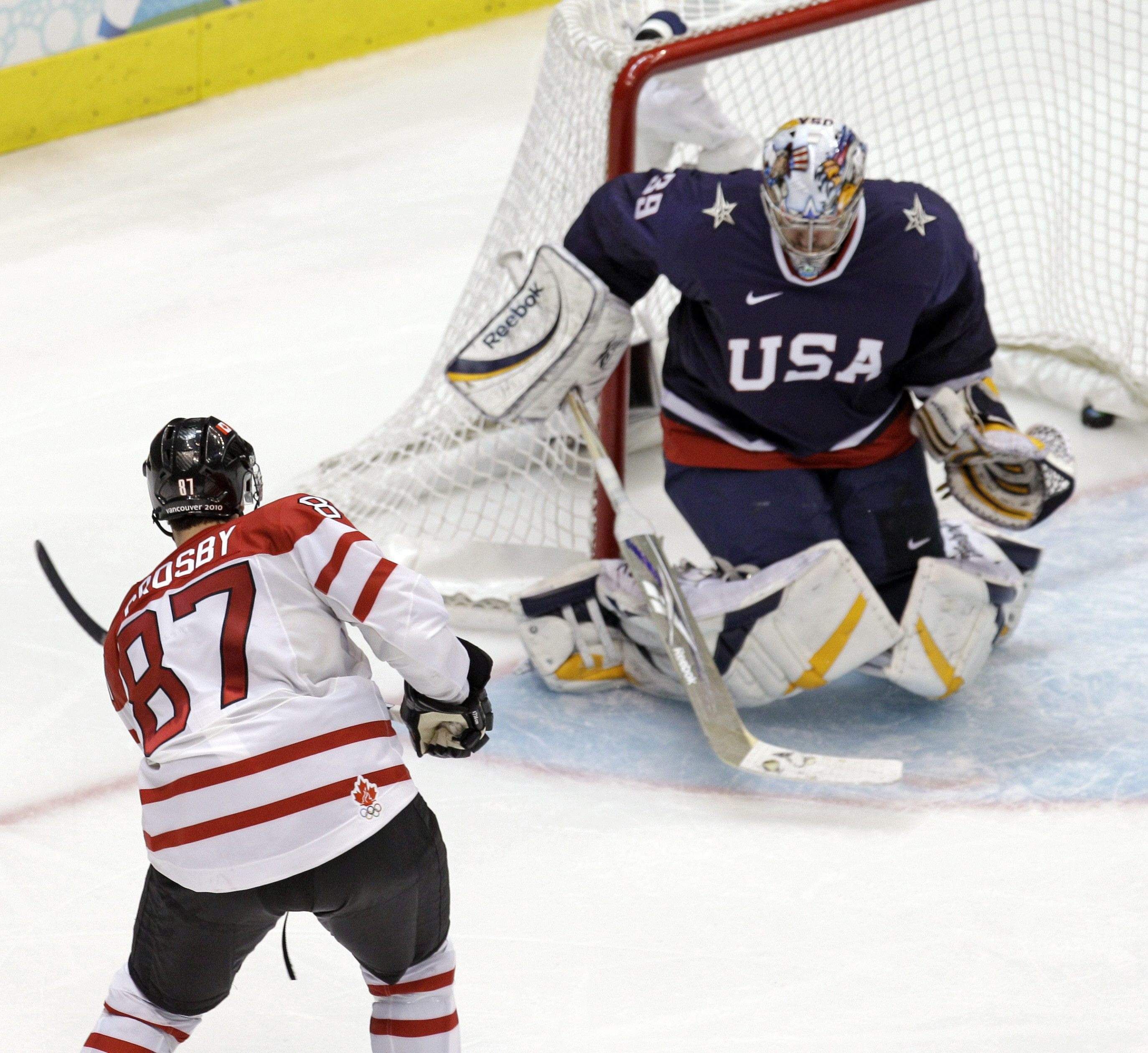Sidney Crosby scores a goal against the USA