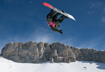 Liam Brearley CAN in action during the Snowboarding Men's Halfpipe Qualification at Leysin Park. The Winter Youth Olympic Games, Lausanne, Switzerland, Tuesday 21 January 2020. Photo: OIS/Bob Martin. Handout image supplied by OIS/IOC
