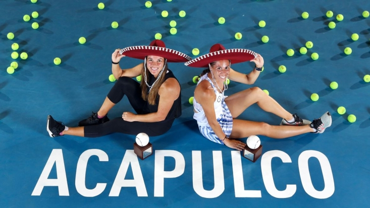 Sharon Fichman (right) and Kateryna Bondarenko of Ukraine pose for a photo with Mexican hats.