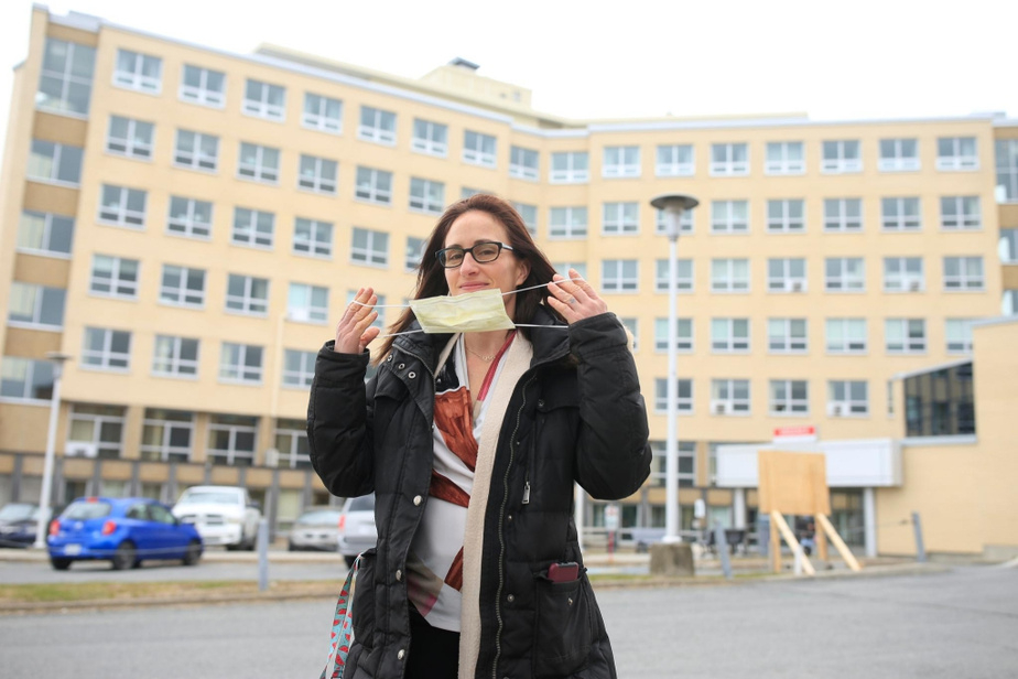Maryse Turcotte poses in front of the Saint-Croix Hospital in Drummondville