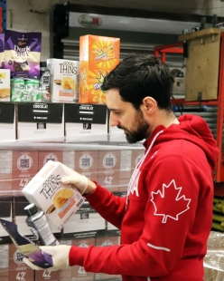 Joseph Polossifakis helps pack up food to be donated to Moisson Montréal.