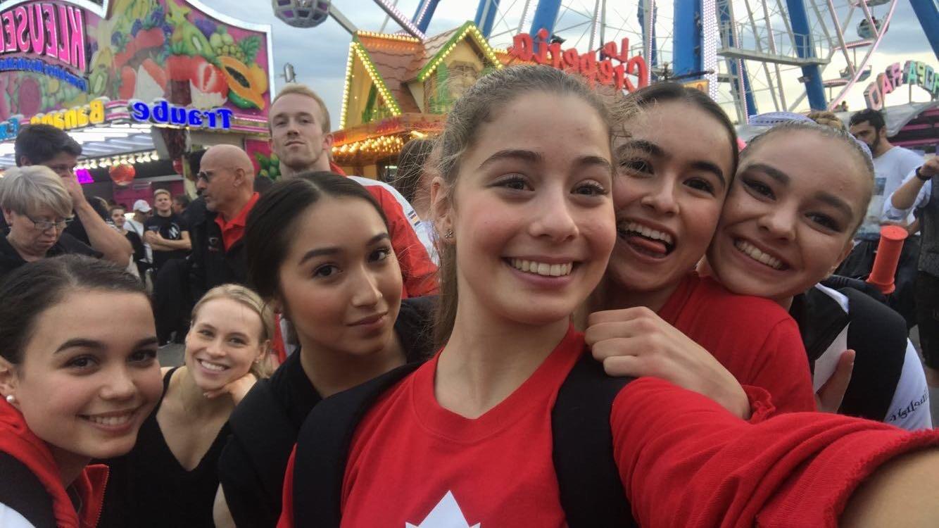 Ana Padurariu takes a selfie with her teammates
