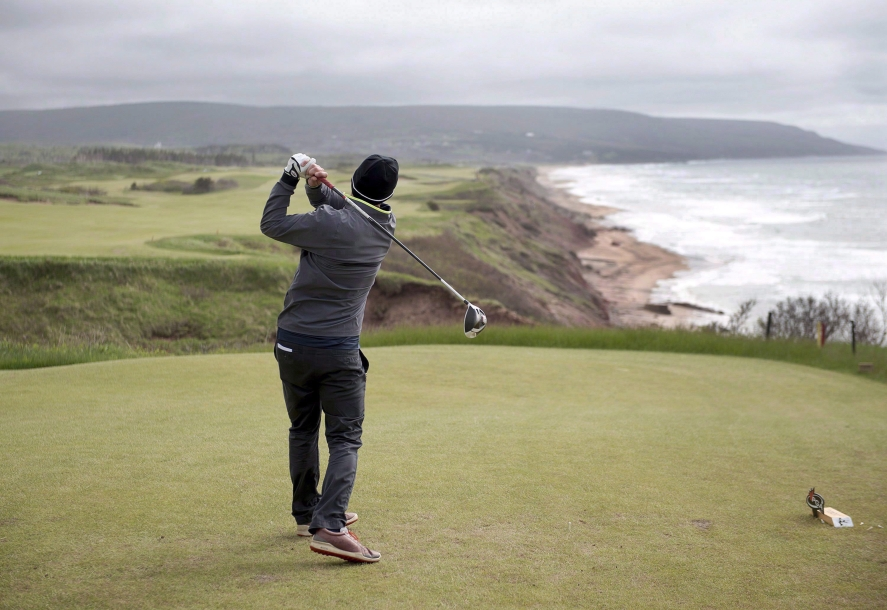 View of the 18th hole at the Cabot Cliffs golf course
