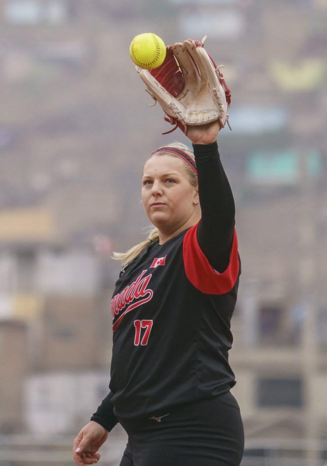 Pitcher Sara Groenewegen receives a throw