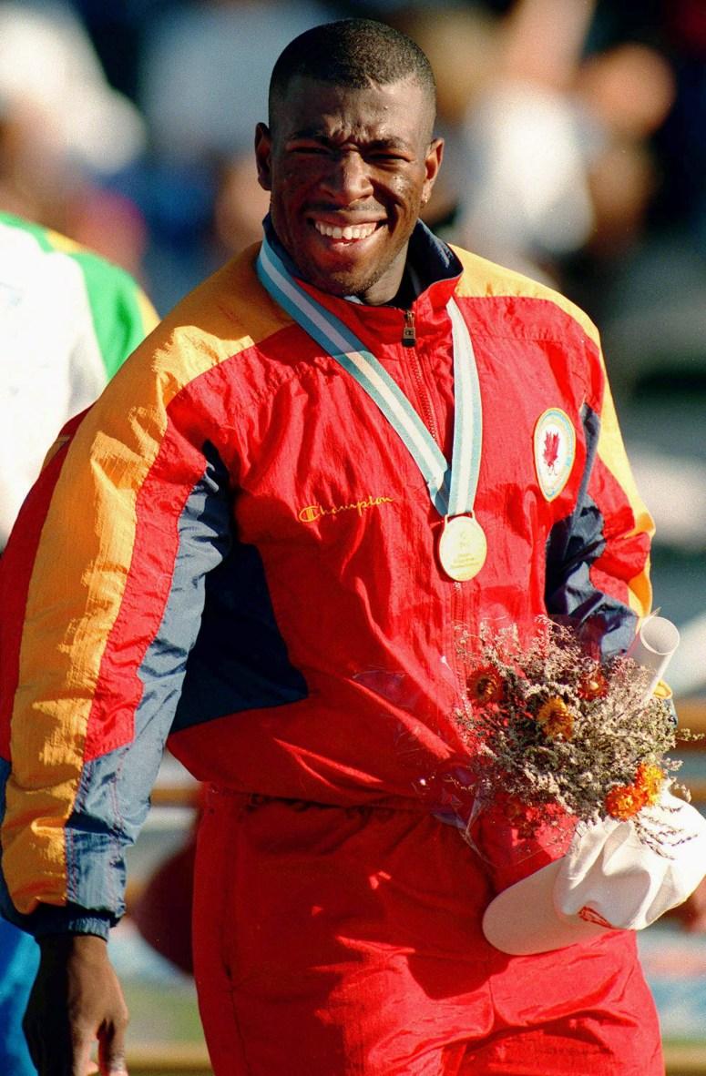 Canada's Glenroy Gilbert celebrates the gold medal he won in the men's 100m at the 1995 Pan American Games in Mar Del Plata, Argentina. (CP Photo/COC/F. Scott Grant) Glenroy Gilbert du Canada célèbre sa médaille d'or au 100 m aux Jeux panaméricains de 1995 de Mar Del Plata, Argentine. (Photo PC/AOC)