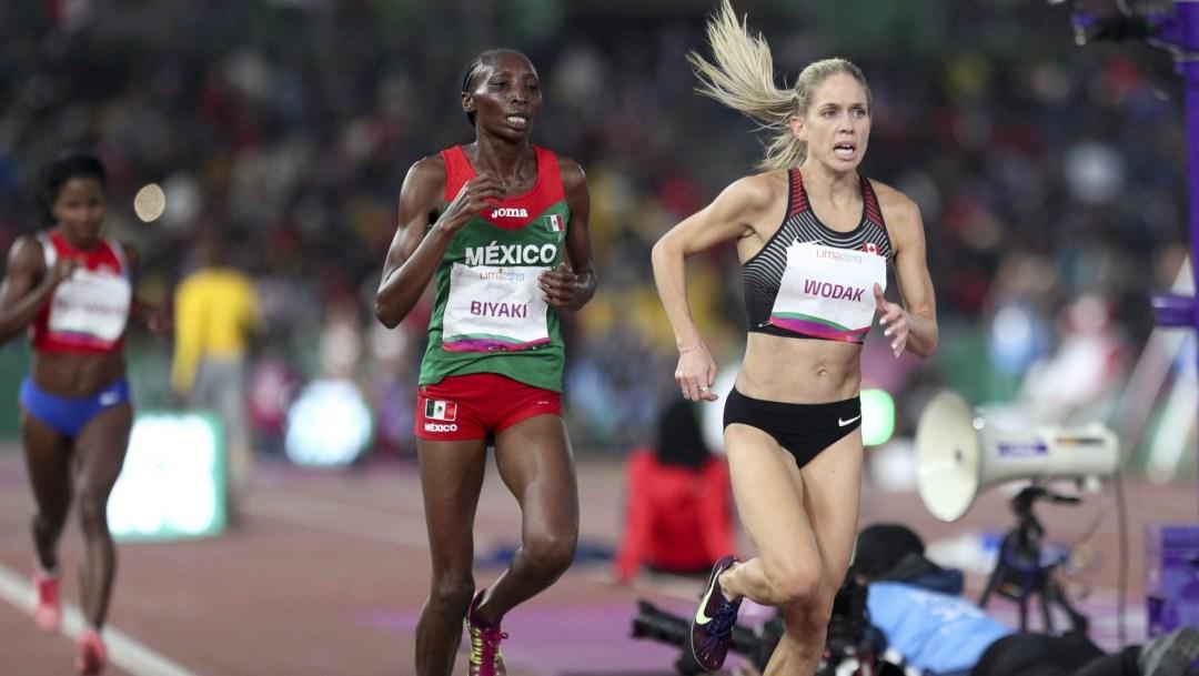 Natasha Wodak running at the front on the track