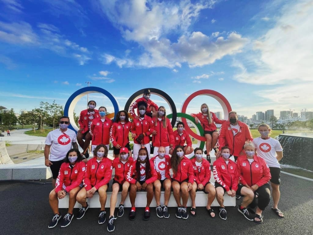 The women's rugby seven's team pose in front of the Rings
