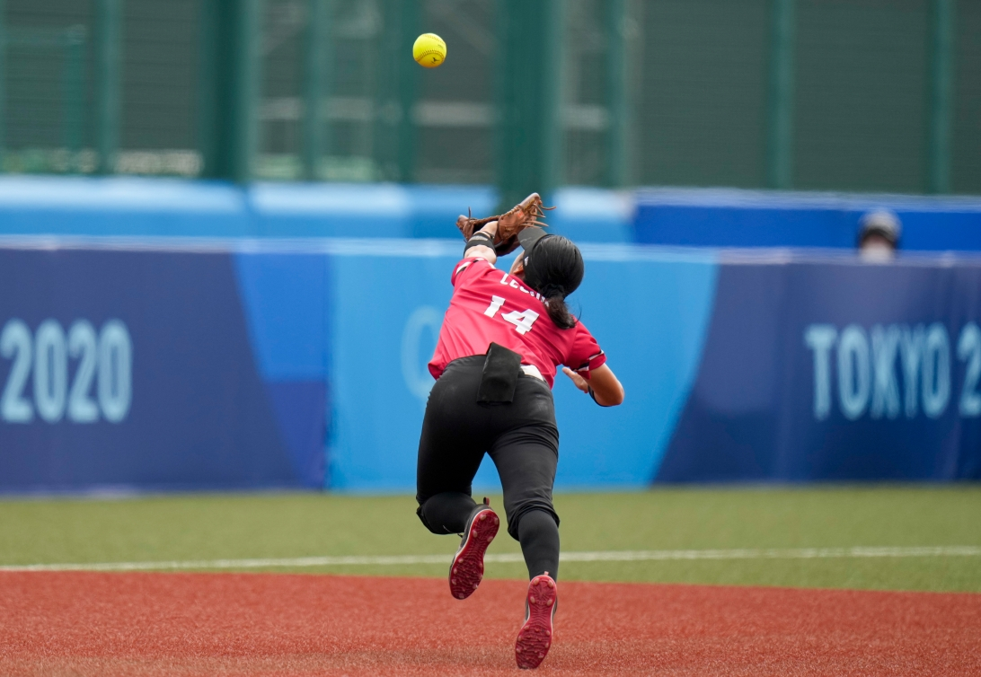Team Canada's Janet Leung dives for a ball