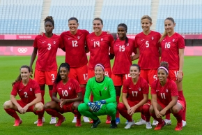 The Canadian women's soccer team lined up for a pre-game photo