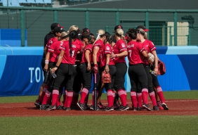 The Canadian women's softball team in a huddle.