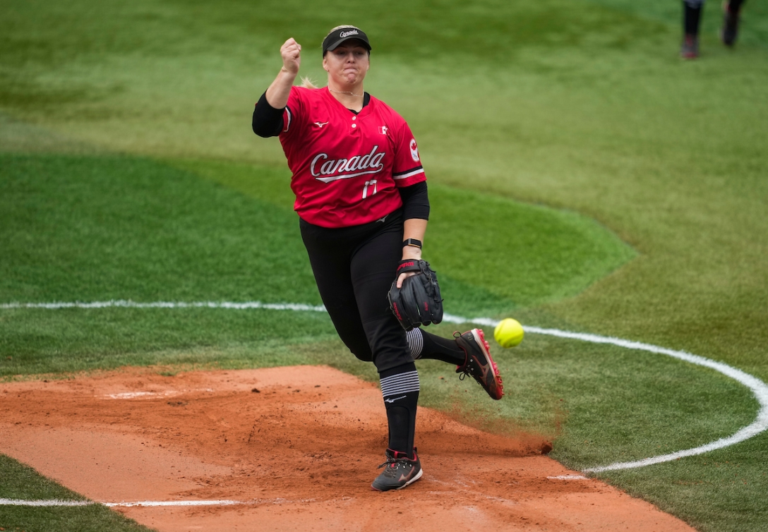Sara Groenewegen pitches against Mexico
