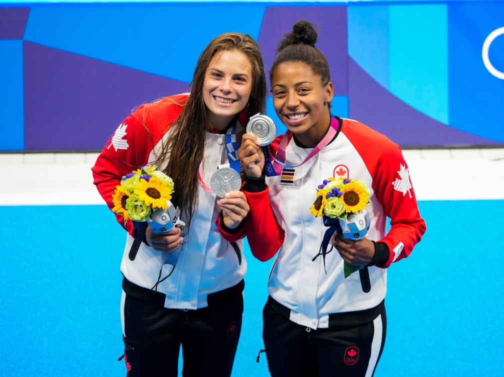 Jennifer Abel and Melissa Citrini-Beaulieu smile with their medals