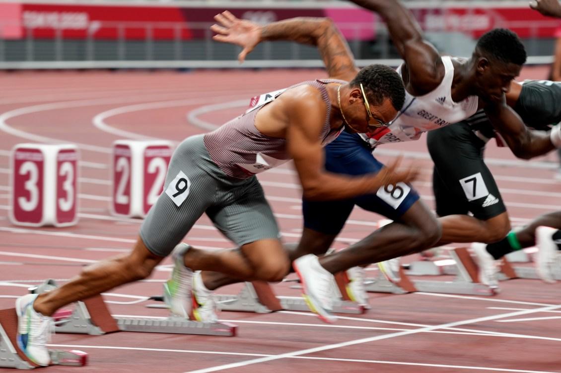 Andre De Grasse runs out of start blocks