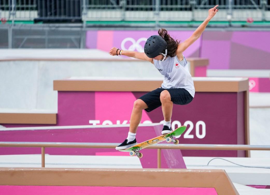 Annie Guglia skateboarding at Tokyo 2020.