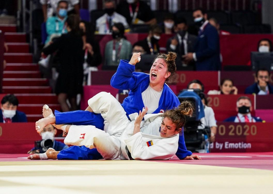 Christine Beauchemin-Pinard celebrates her bronze medal victory