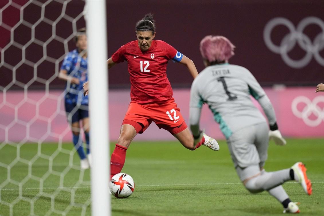 Christine Sinclair scores goal